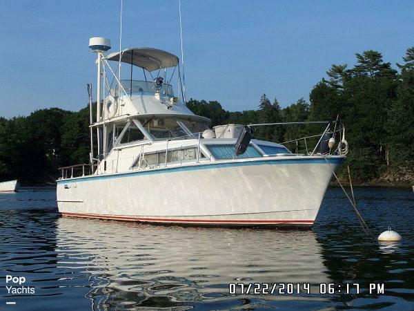 1971 Hatteras boat for sale, model of the boat is 31 Flybridge Cruiser & Image # 5 of 40