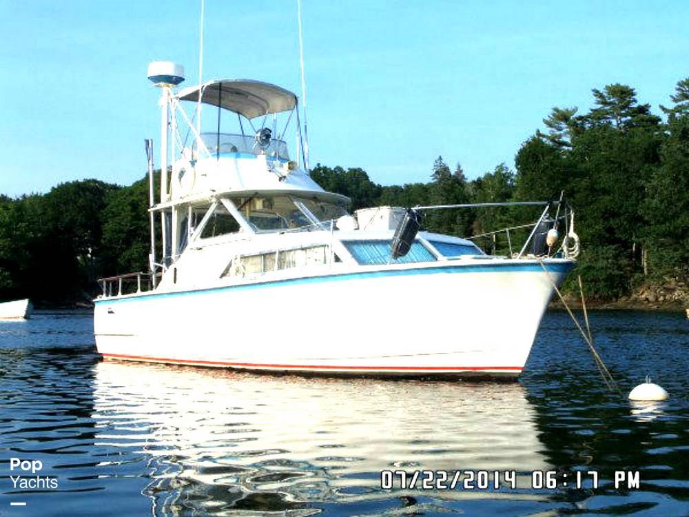 1971 Hatteras boat for sale, model of the boat is 31 Flybridge Cruiser & Image # 2 of 40