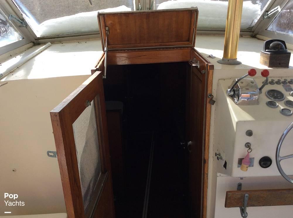 1971 Hatteras boat for sale, model of the boat is 31 Flybridge Cruiser & Image # 7 of 40