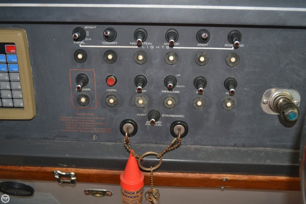 1990 Regal 360 Commodore - Photo #35