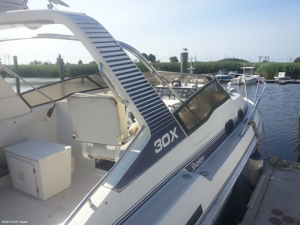 1988 Silverton boat for sale, model of the boat is 30X & Image # 15 of 40