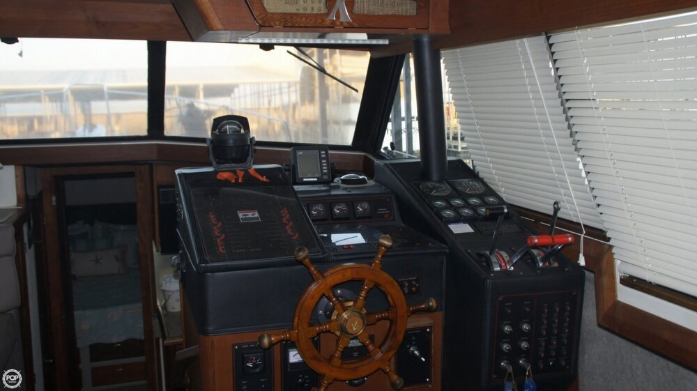 1990 Bayliner 3888 Motoryacht - Photo #32