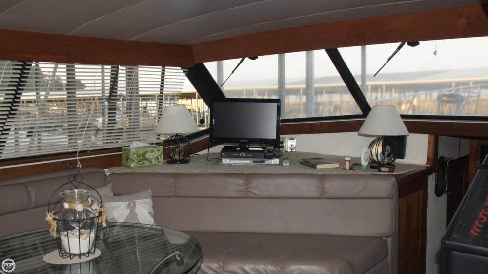 1990 Bayliner 3888 Motoryacht - Photo #35