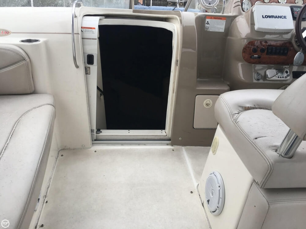 2006 Larson boat for sale, model of the boat is 330 Cabrio & Image # 13 of 40