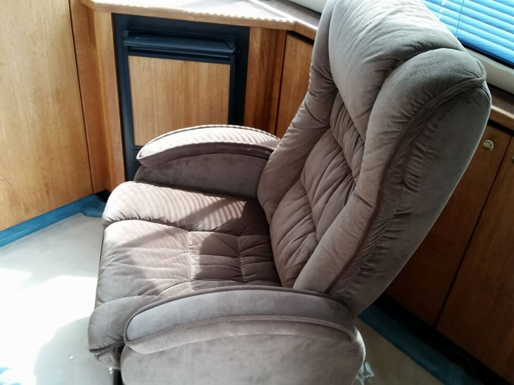 1999 Bayliner 3988 - Photo #38