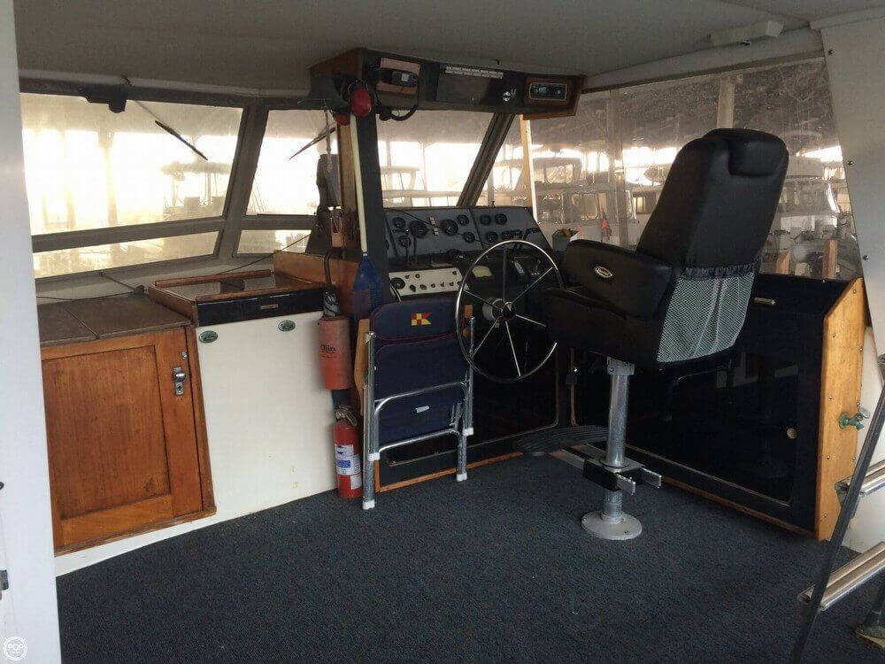 1979 Pacemaker 40 Aft Cabin - Photo #19