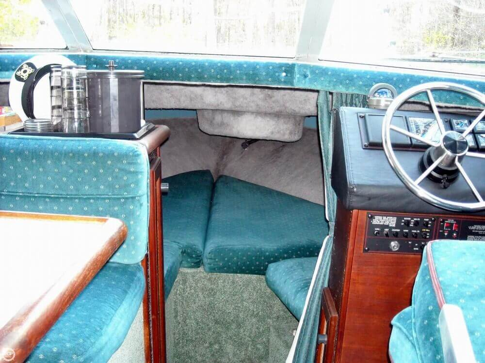 1988 Bayliner 2560 Convertible - Photo #8