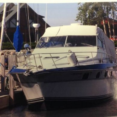Cruisers 3370 Express, 32', for sale - $15,299