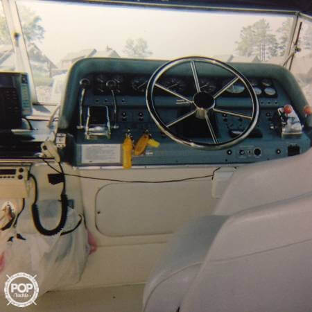 1989 Cruisers 3370 Express - Photo #2