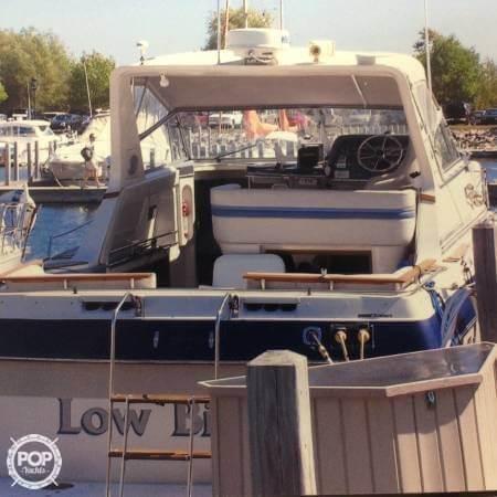 1989 Cruisers 3370 Express - Photo #4