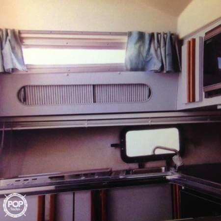 1989 Cruisers 3370 Express - Photo #19