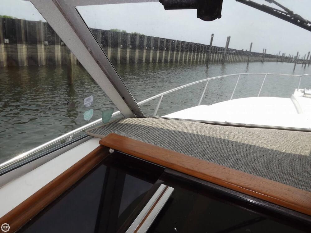 1983 Sea Ray 310 Sport Bridge - Photo #17