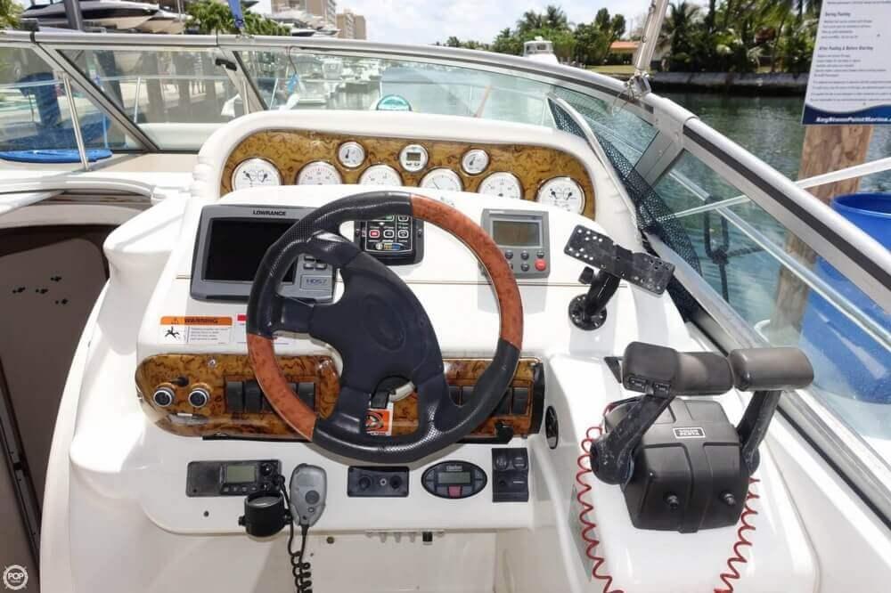 2004 Larson Cabrio 310 - Photo #5