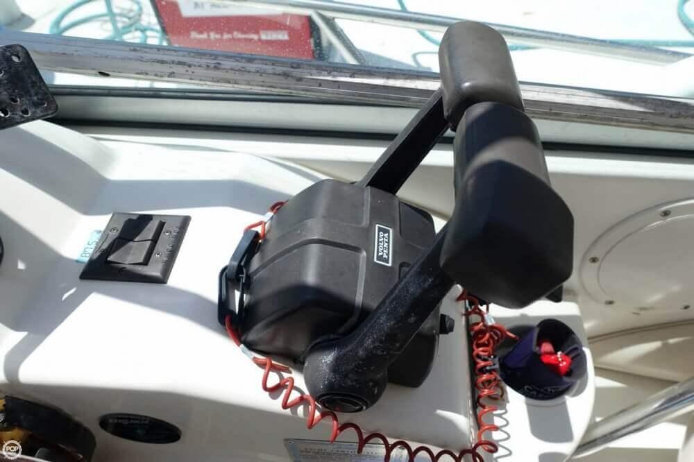 2004 Larson Cabrio 310 - Photo #12