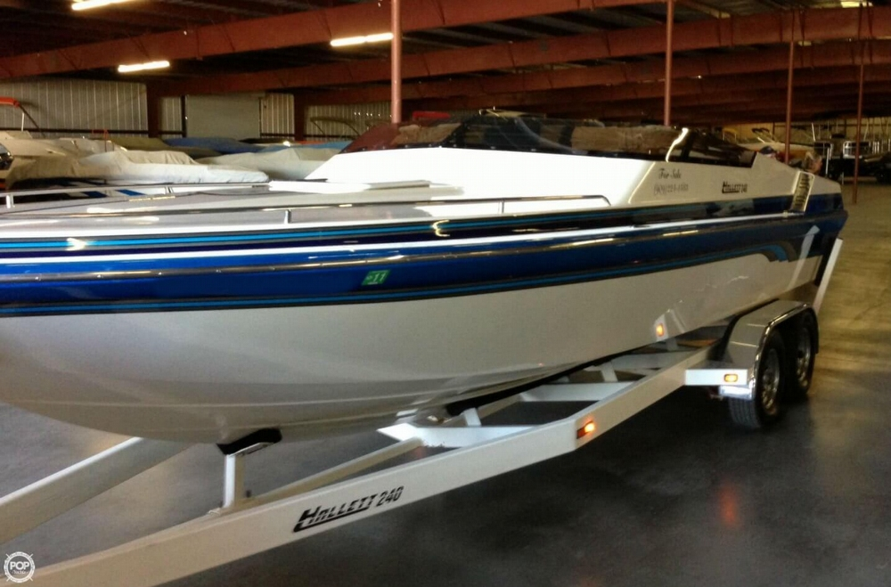 1998 Hallett boat for sale, model of the boat is 240 Closed Bow & Image # 2 of 15
