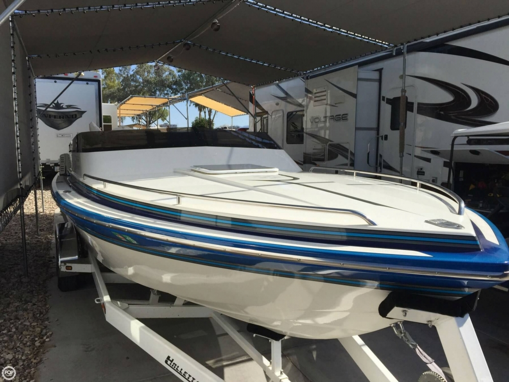 1998 Hallett boat for sale, model of the boat is 240 Closed Bow & Image # 7 of 15