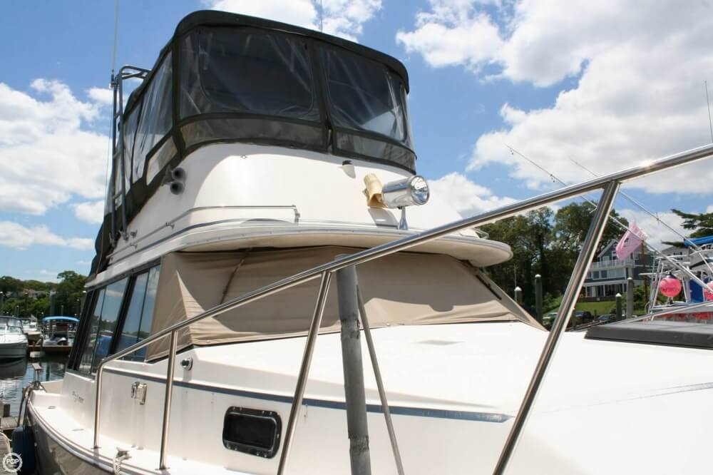 1982 Bayliner 3250 Conquest - Photo #3