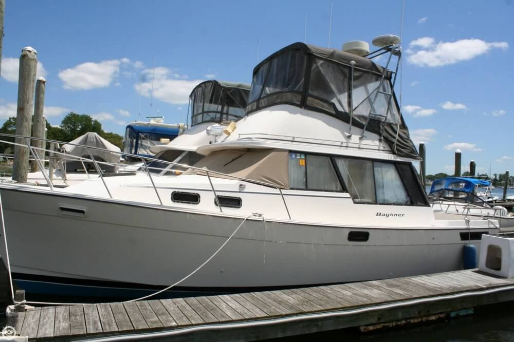 1982 Bayliner 3250 Conquest - Photo #2