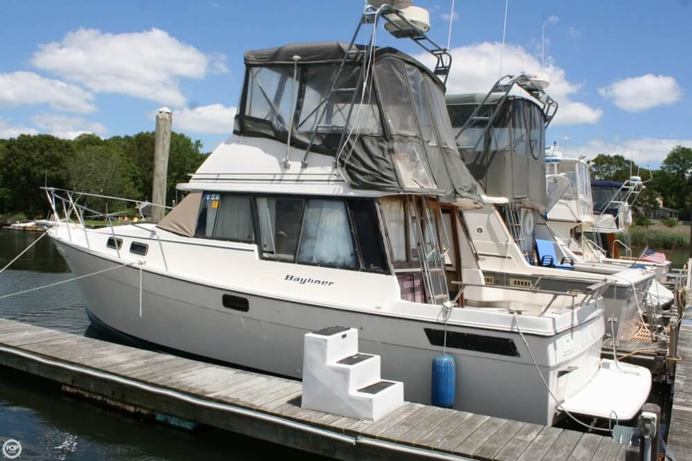 1982 Bayliner 3250 Conquest - Photo #4