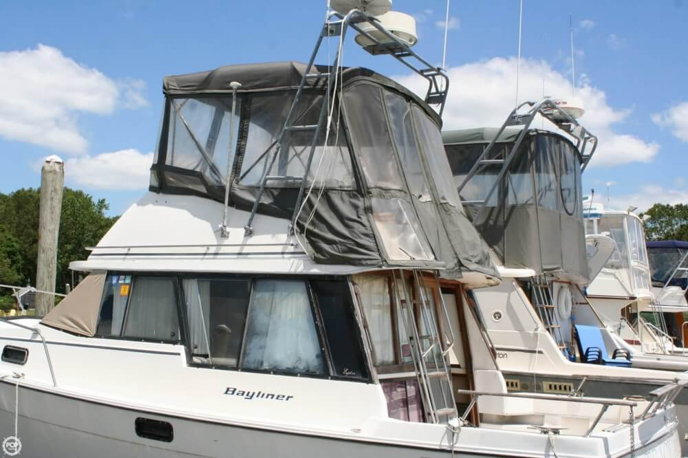 1982 Bayliner 3250 Conquest - Photo #5