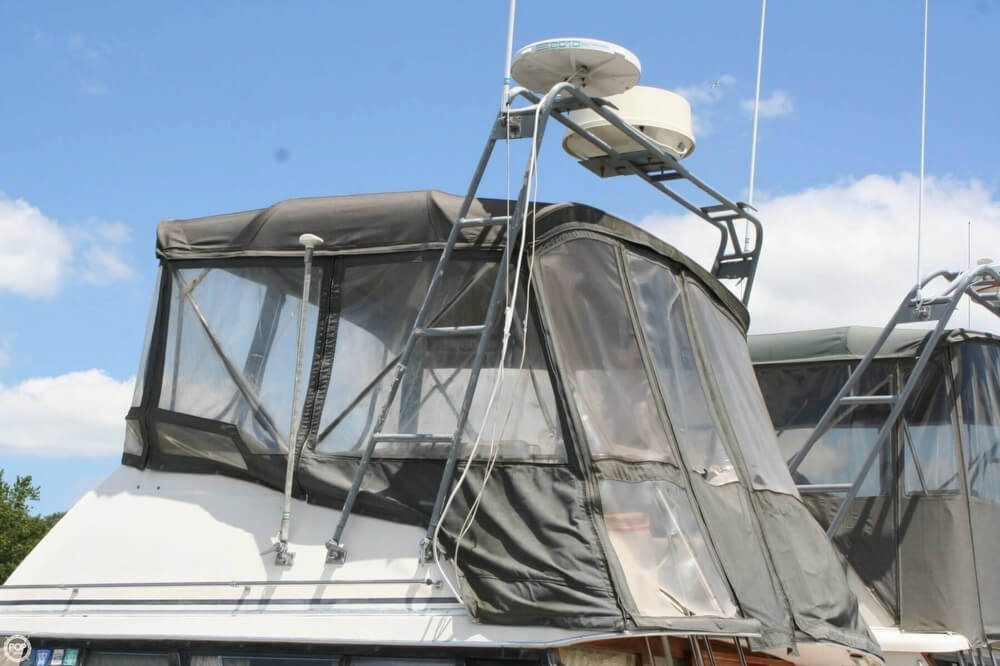 1982 Bayliner 3250 Conquest - Photo #6