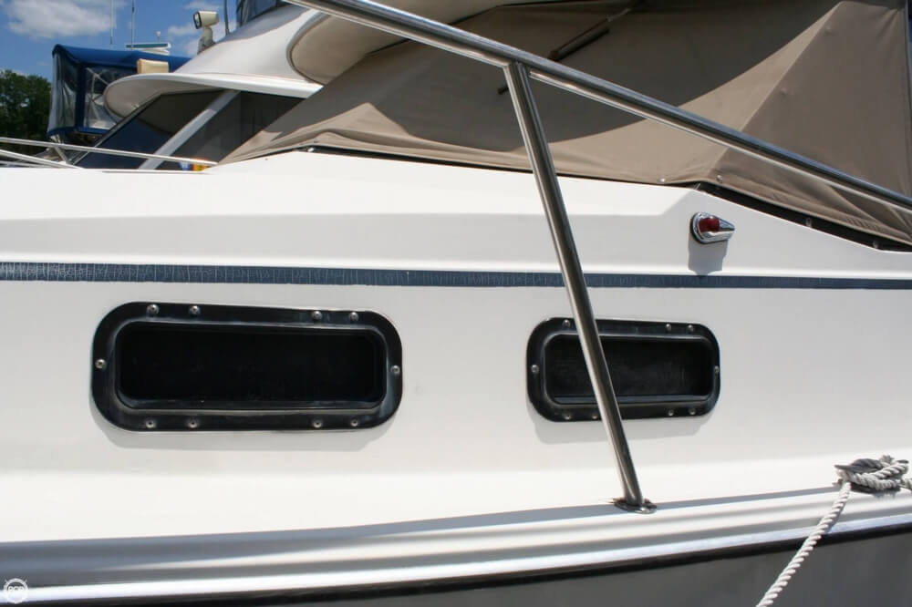 1982 Bayliner 3250 Conquest - Photo #10
