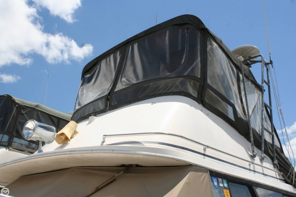 1982 Bayliner 3250 Conquest - Photo #12