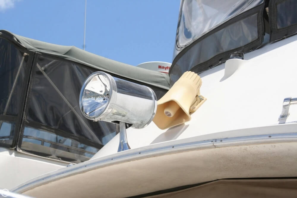 1982 Bayliner 3250 Conquest - Photo #13