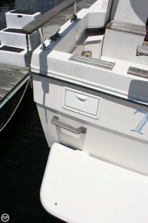 1982 Bayliner 3250 Conquest - Photo #30