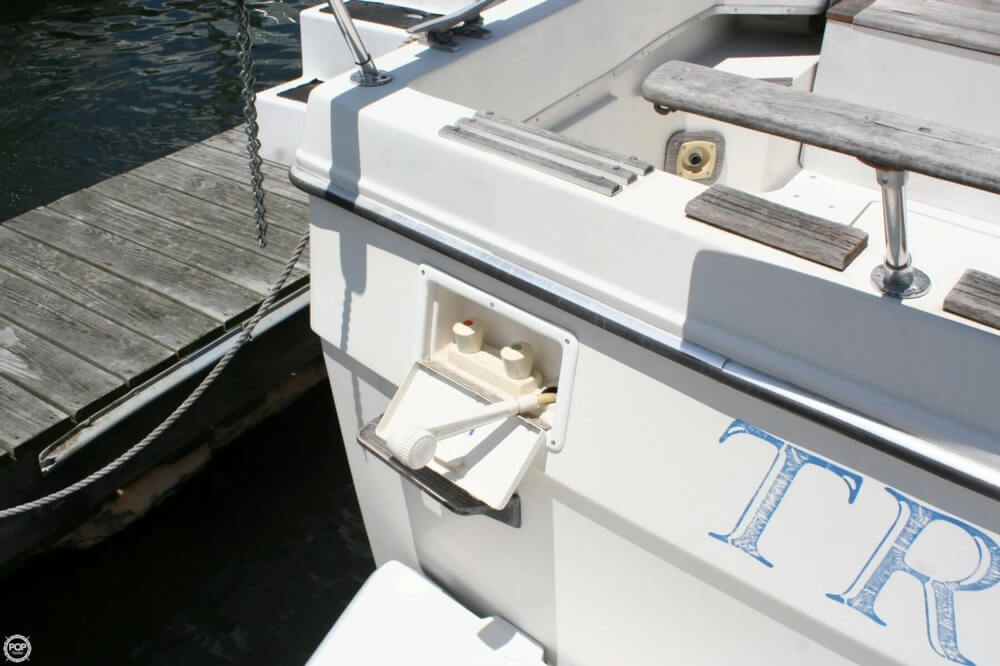 1982 Bayliner 3250 Conquest - Photo #32