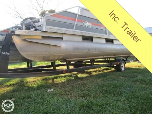 1986 Sun Tracker 24 Party Barge - Photo #3