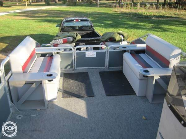 1986 Sun Tracker 24 Party Barge - Photo #6