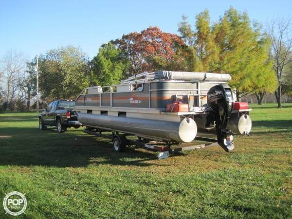 1986 Sun Tracker 24 Party Barge - Photo #12