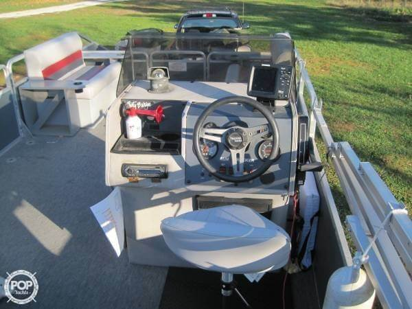 1986 Sun Tracker 24 Party Barge - Photo #13