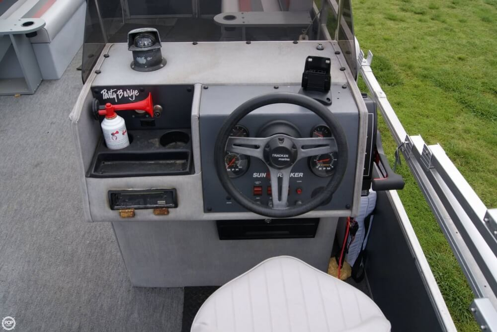1986 Sun Tracker 24 Party Barge - Photo #21