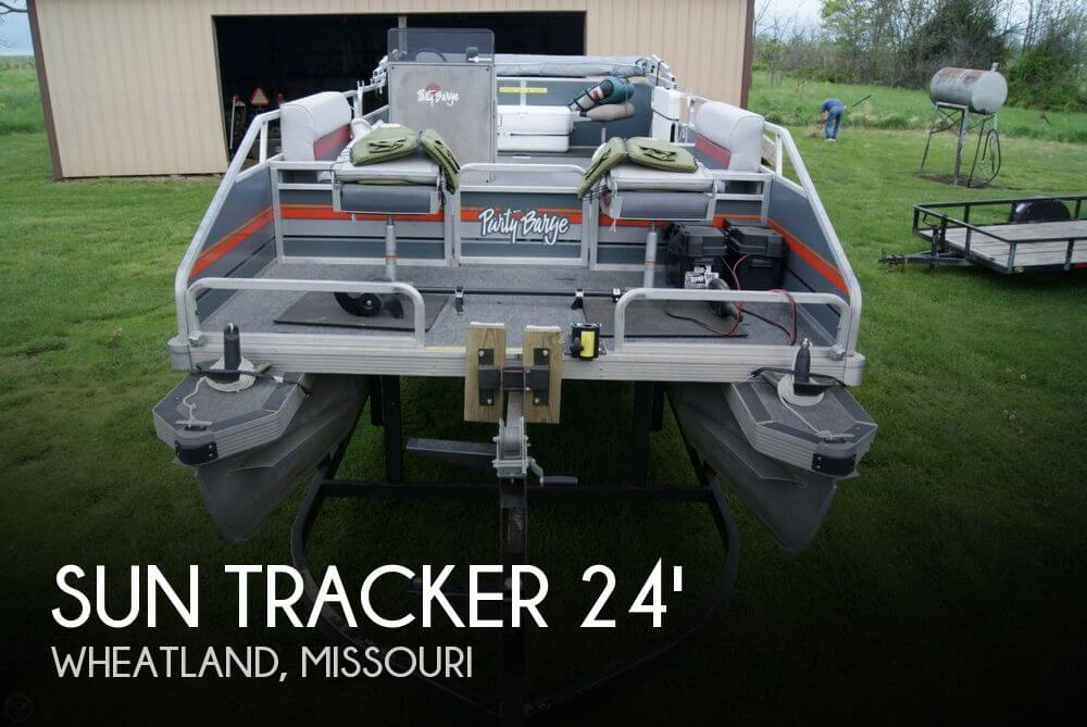 1986 Sun Tracker 24 Party Barge - Photo #1
