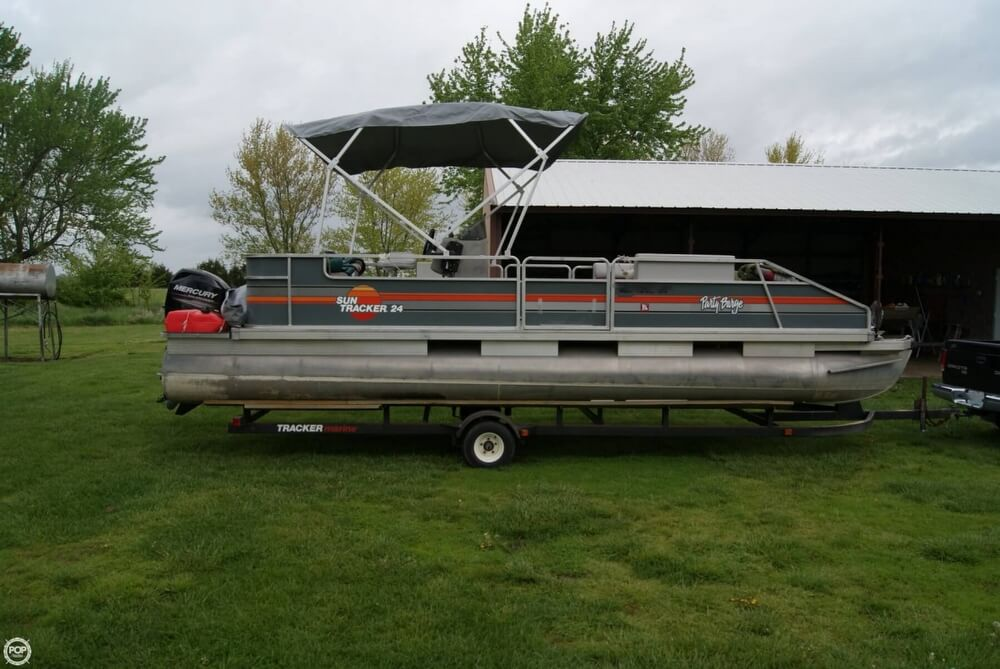 1986 Sun Tracker 24 Party Barge - Photo #2
