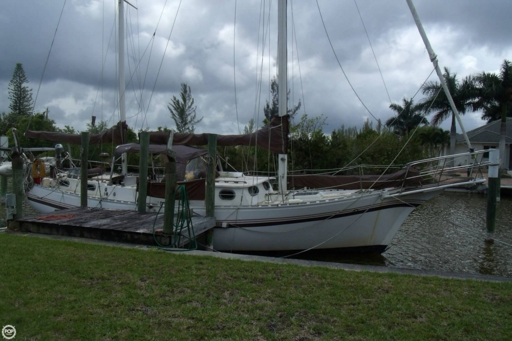1976 Islander Sailboats 41 Freeport Ketch - Photo #3
