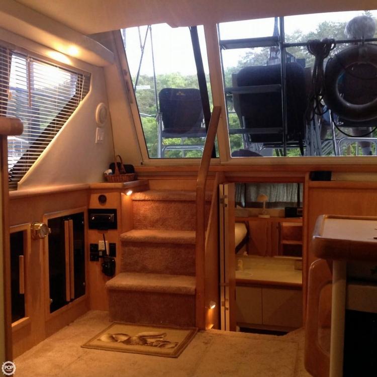 1995 Carver 325 Aft Cabin - Photo #3
