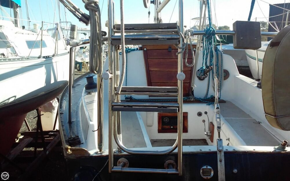 1975 Hunter 30 - Photo #19