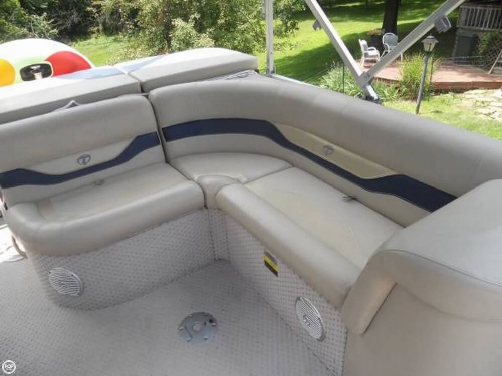 2011 Tahoe Pontoon 2300 LT Cruise - Photo #6