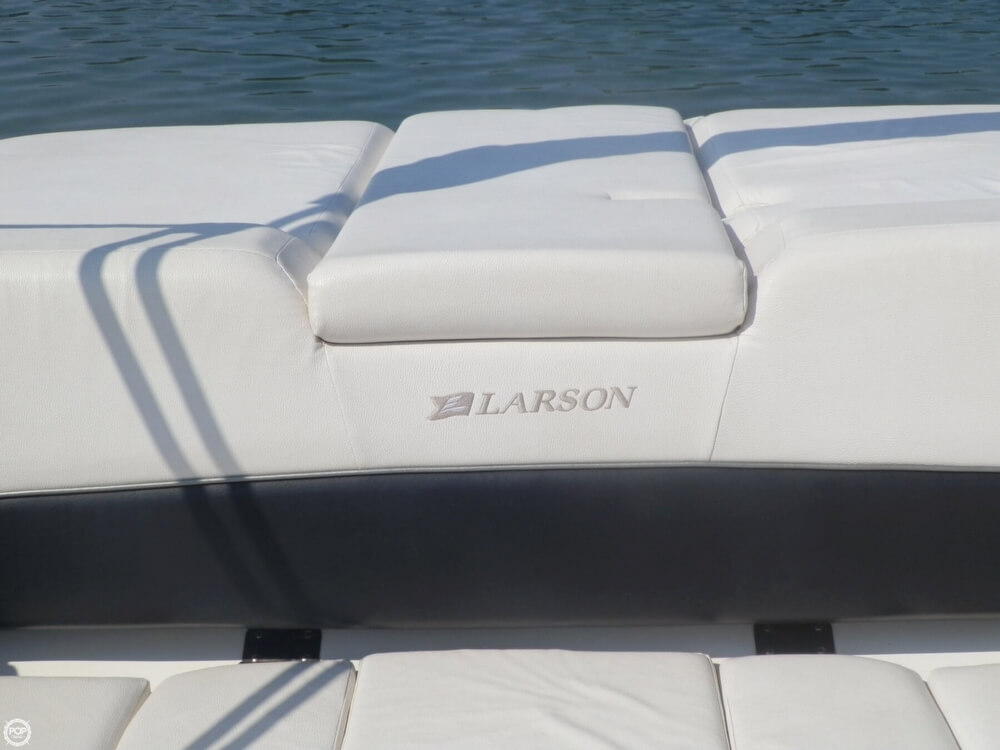 2010 Larson Senza 226 - Photo #24