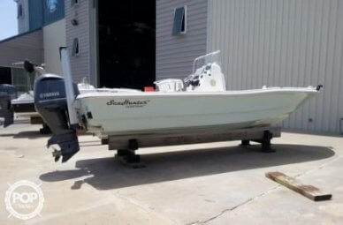 Sea Hunter 24 Crossover, 24', for sale - $66,000