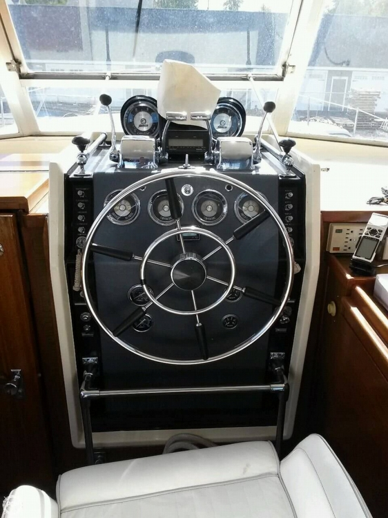 1968 Chris-Craft 38 Commander Sedan - Photo #4