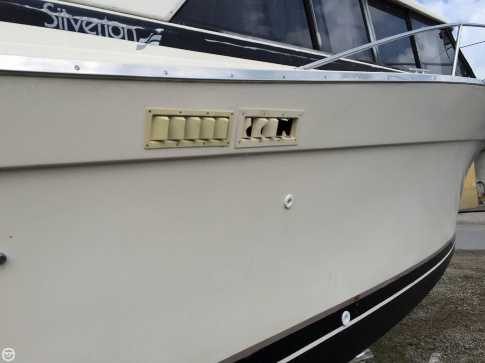 1980 Silverton boat for sale, model of the boat is 34 Sedan Cruiser & Image # 22 of 40