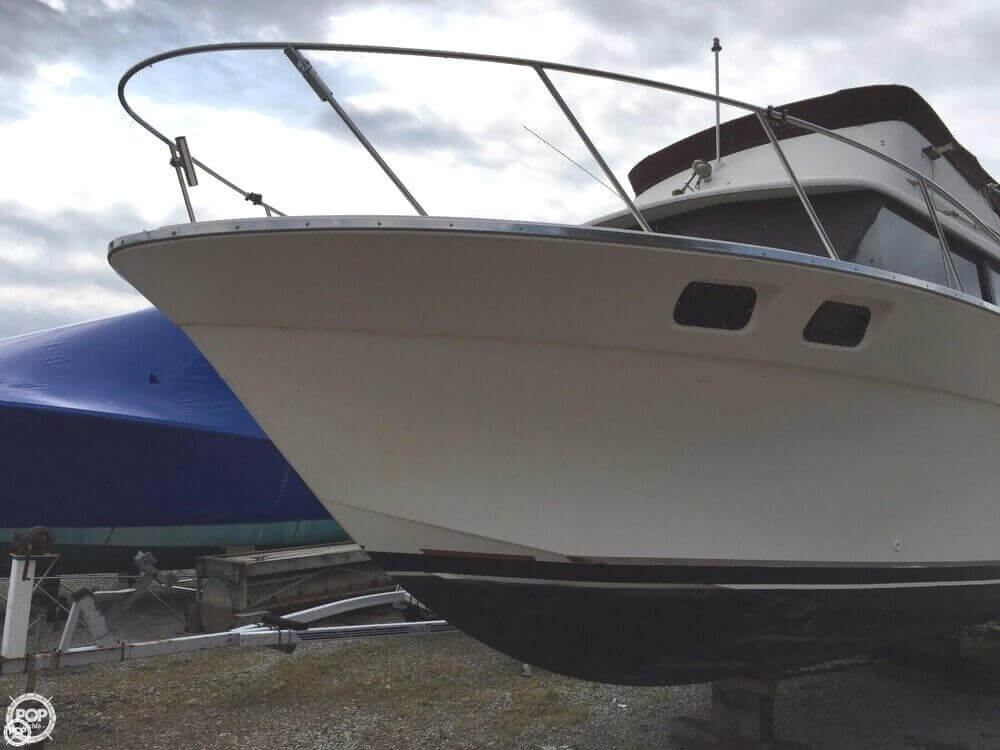 1980 Silverton boat for sale, model of the boat is 34 Sedan Cruiser & Image # 3 of 40