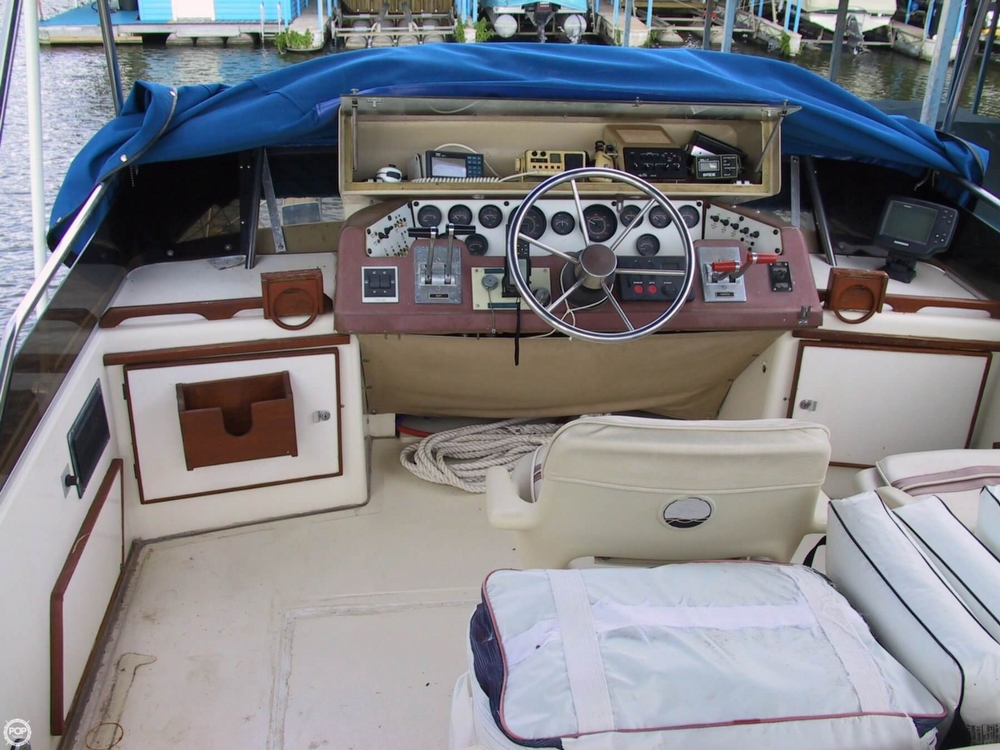 1983 Sea Ray 355 Aft Cabin - Photo #28