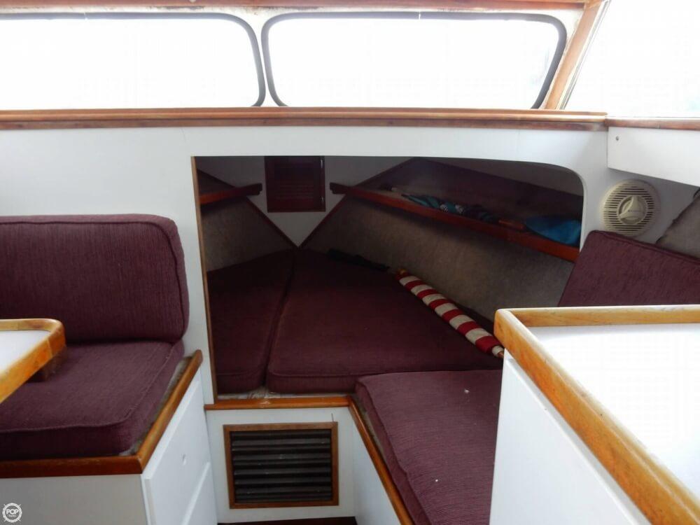 1973 Uniflite 28 Cruiser - Photo #10