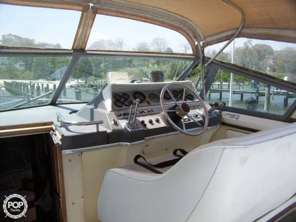1984 Cruisers 296 Avanti Vee - Photo #4