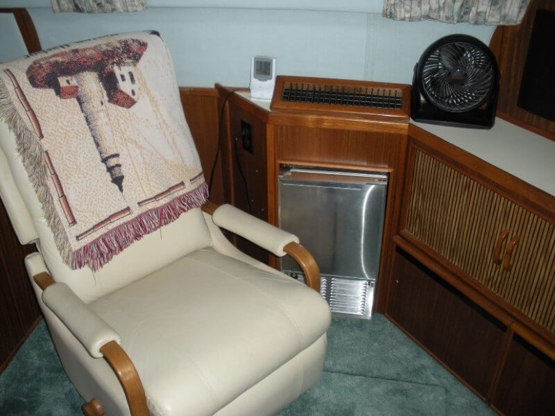 1987 Sea Ray boat for sale, model of the boat is 410 Aft Cabin & Image # 5 of 40